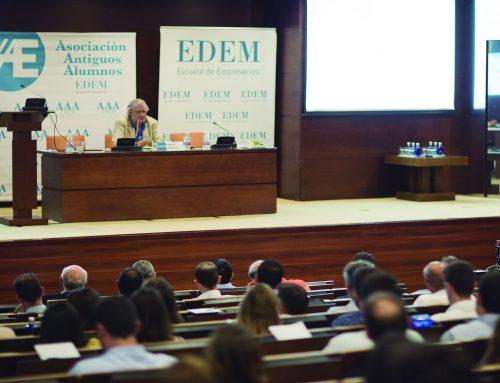 El publicista Joaquín Lorente imparte una conferencia tras la celebración de la 8ª Asamblea General